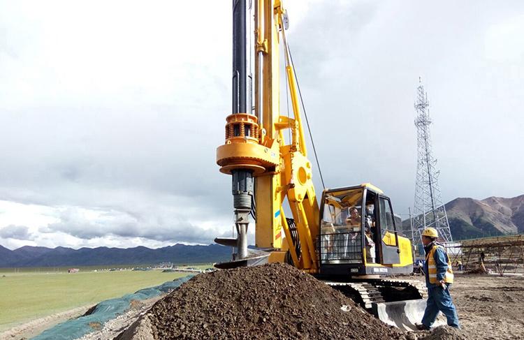 小型旋挖机施工现场