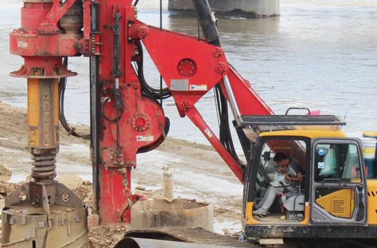 旋挖机施工图片