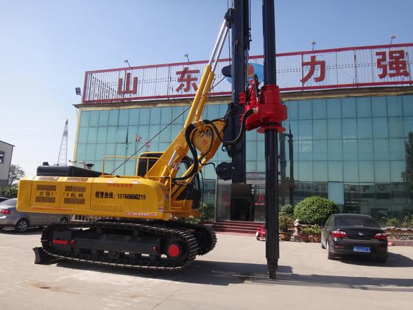 机锁杆旋挖钻机钻孔深度15-20米,配备三个钻头适合不同的桩基工程