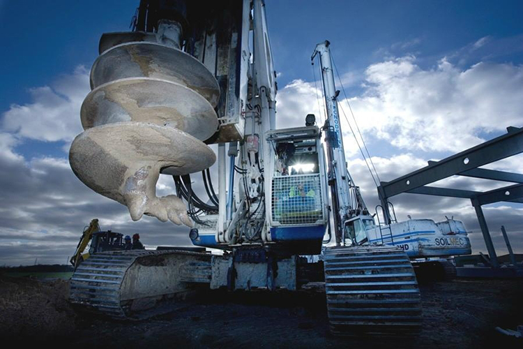 施工中的旋挖钻机图片