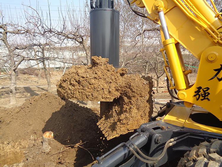 施工中的旋挖机图片
