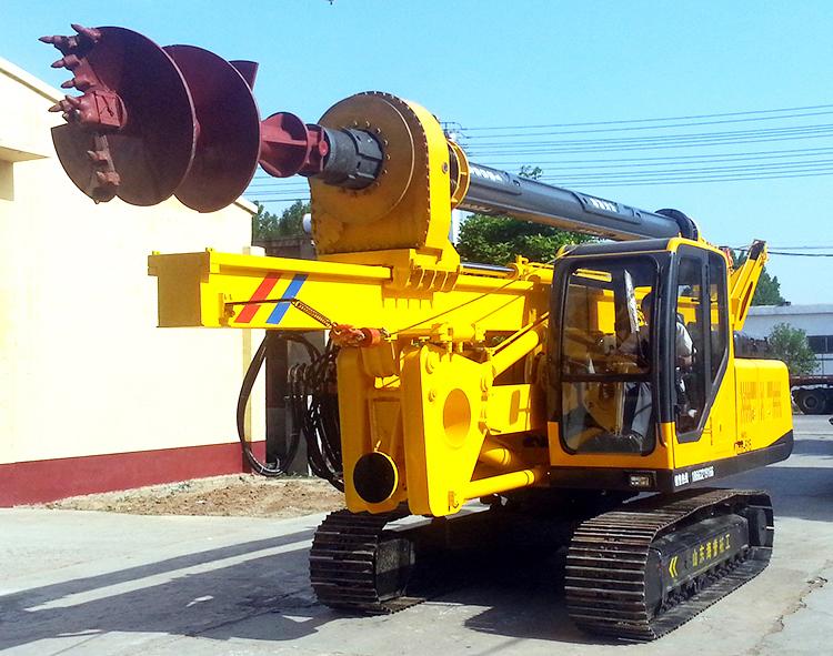 轮式小型旋挖机施工中