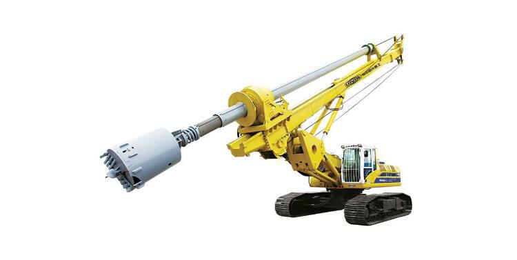 小型旋挖钻机运往施工现场