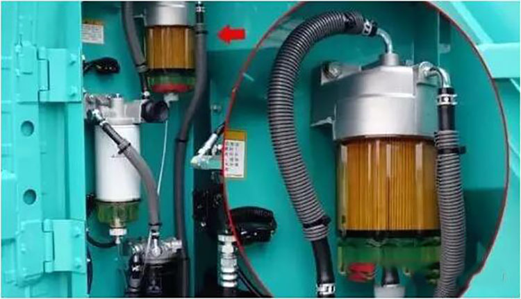 油耗子从油管盗取旋挖机的柴油