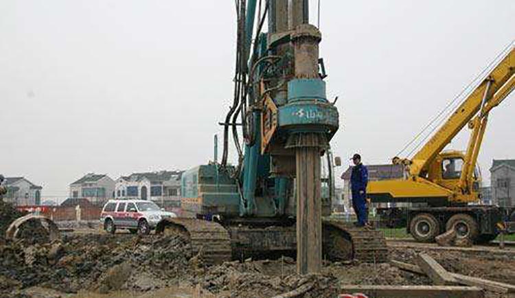 旋挖机在淤泥地层施工要选择合适的钻具